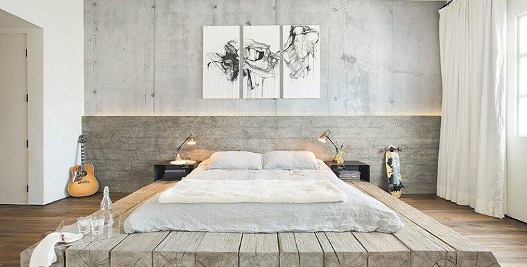 camere-da-letto-moderne-travi-legno-materasso-parete-decorazione-quadri-tende-bianche
